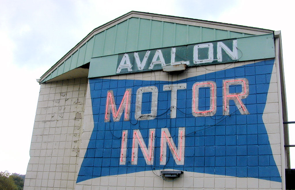 Avalon Motor Inn